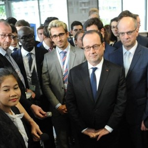 President François Hollande visits the ESSEC Asia-Pacific campus